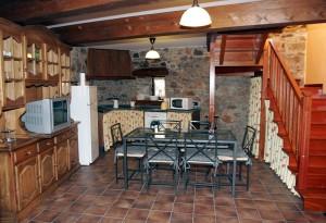 Cocina amueblada y con un amplio espacio